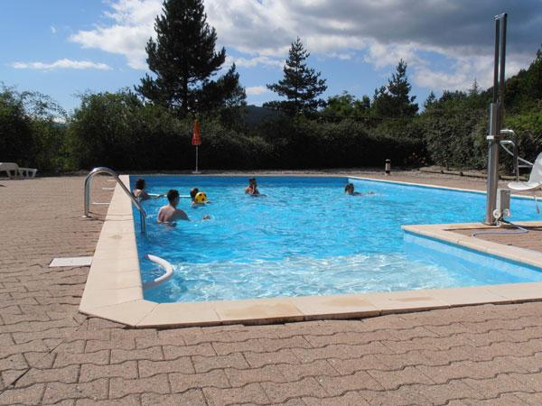 Village vacances de 12 chalets dr me chanteduc - Village vacances gers avec piscine ...