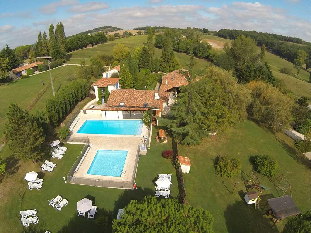 Village de gites avec 2 piscines lot et garonne la - Gite de france luberon avec piscine ...