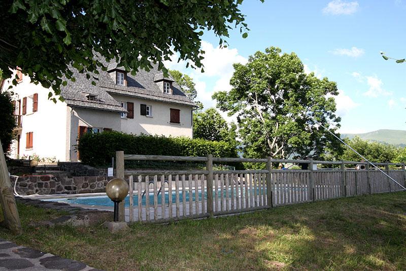 Gite avec piscine chauff e cantal ferme de trielle for Auvergne gites avec piscine