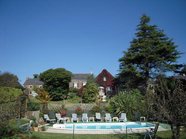 Gite avec piscine chauff e finist re domaine de kerodet - Gite avec piscine bretagne ...