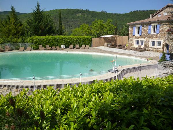 Gite avec une grande piscine d 39 ext rieur gard mas la - Location gite gard avec piscine ...