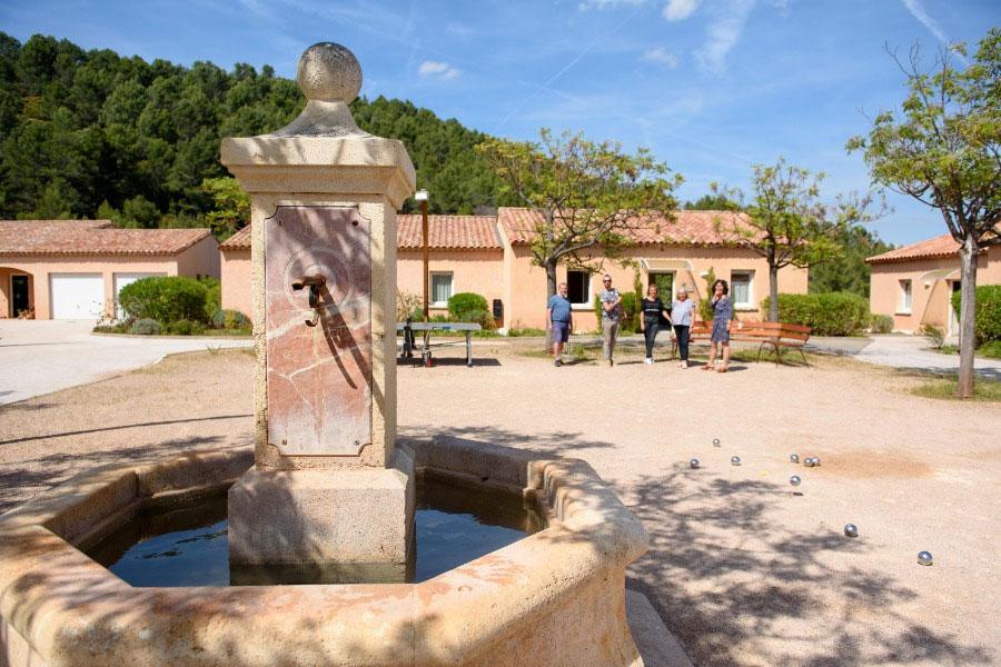 Village de gites avec piscine d 39 int rieur et pataugeoire - Residence vacances var avec piscine ...