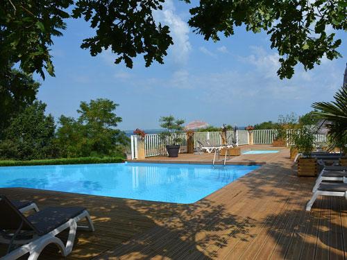 Village vacances avec piscine panoramique dordogne les - Maison vacances dordogne avec piscine ...