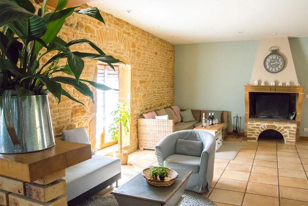 gite avec piscine ext rieure rh ne domaine des vignes d. Black Bedroom Furniture Sets. Home Design Ideas