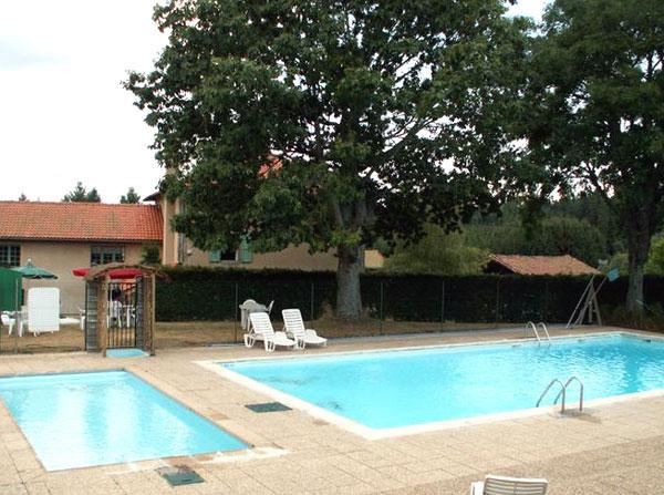 Village de gites avec piscine chauff e haute loire for Village vacances gers avec piscine